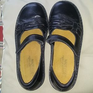 Naot black leather shoes